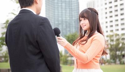 インタビューしている