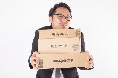 アマゾン箱もってきた男